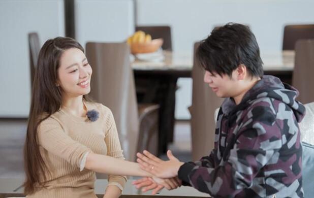 《妻子4》袁弘张歆艺拍大片 吉娜称郎朗是最帅的人