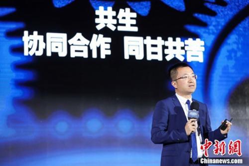 图:新经纪品牌联盟代秘书长、贝壳找房副总裁左东华发表演讲