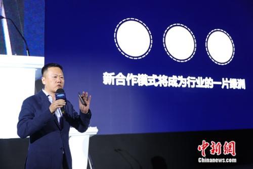 图:新经纪品牌联盟代主席、21世纪不动产中国区总裁兼CEO 卢航发表演讲