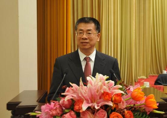 秦占学当选为中国建筑材料流通协会第六届会长