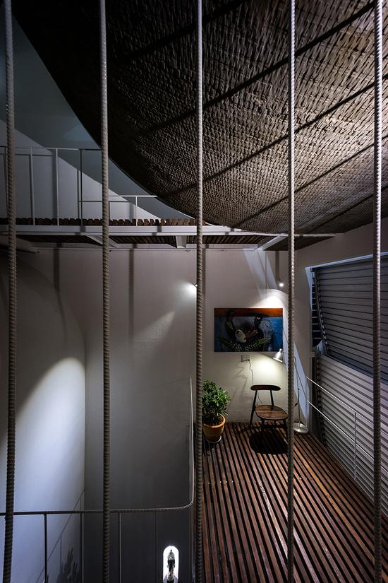 楼板采用住宅的旧檩条制作而成