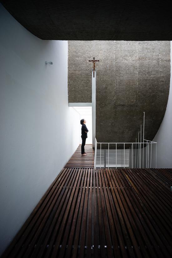 """建筑师认为项目的目的便是在""""自然""""之中找到""""上帝"""",再将上帝以有形的方式带到自然中来"""
