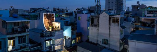 柔性屋顶与透光地板组成个性住宅 自然无处不在