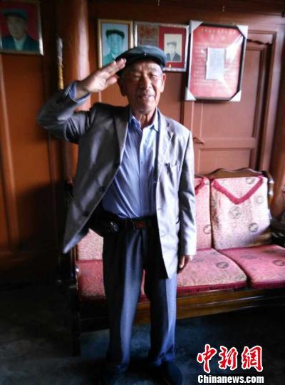 志愿者拍摄的老兵生前照片。 胡家兴 摄