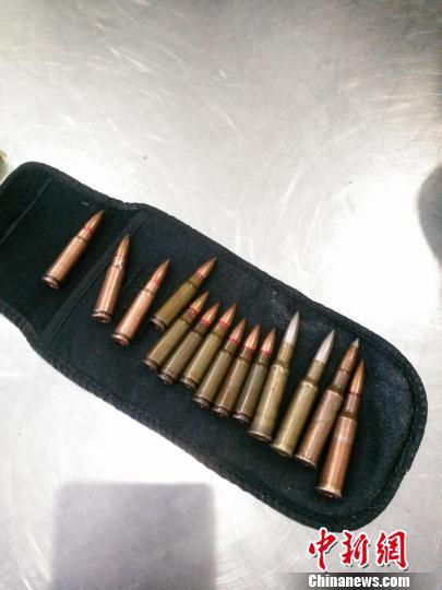二连浩特海关查获今年首起武器弹药走私案