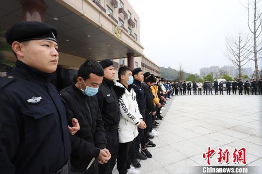 以无征信办贷行骗 浙江警方捣毁一诈骗窝点刑拘44人