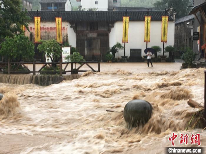 孔氏家庙门口被淹 采方山 摄