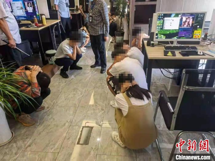 重庆警方摧毁两个特大网络直播诈骗犯罪集团 抓获嫌犯218人