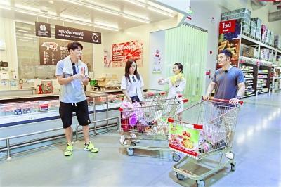 """""""店长""""赵薇带店员们超市采购"""