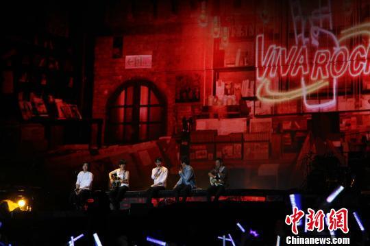 7月20日,五月天演唱会在成都双流体育中心开唱。 蒲晚秋 摄