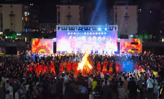 云南保山2017原生态火把狂欢节在昌宁举行
