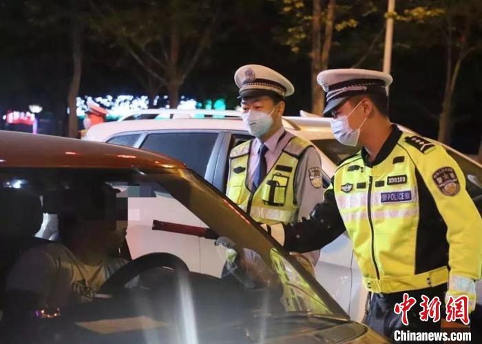图为河北交警路面执勤。(资料图)河北省交管局供图