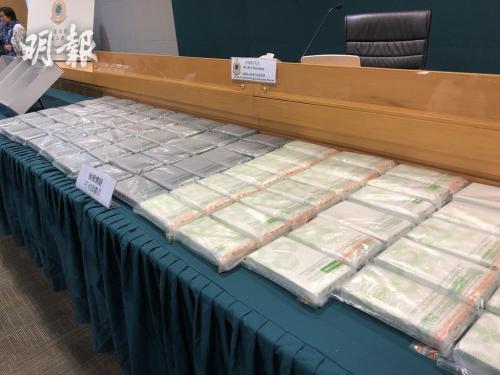 香港海关展示检获的毒品。图片来源:香港《明报》/黄炜尧 摄