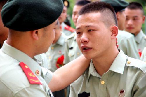 云南保山边防支队隆重举行2017年秋季退伍老兵欢送仪式