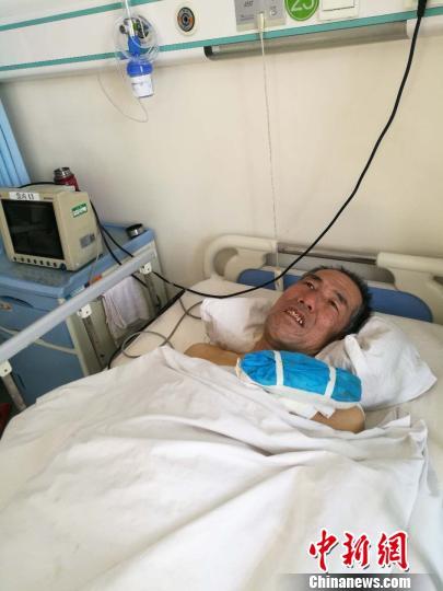 内蒙古乡村医生游走乡里30年治病救人如今患重病无钱医治