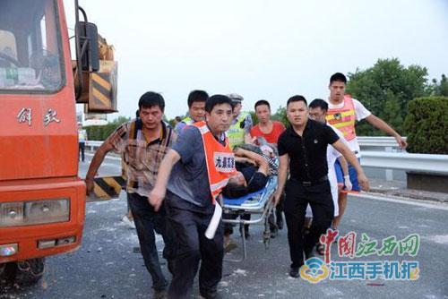 杭瑞高速江西境内追尾事故6死25伤 乘客名单公布(附表)