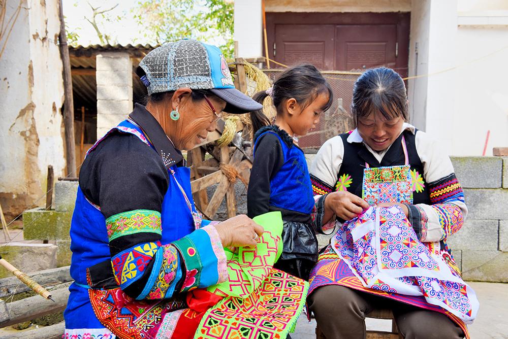 昌宁苗族整族脱贫效果好 人均可支配收入比五年增长166%