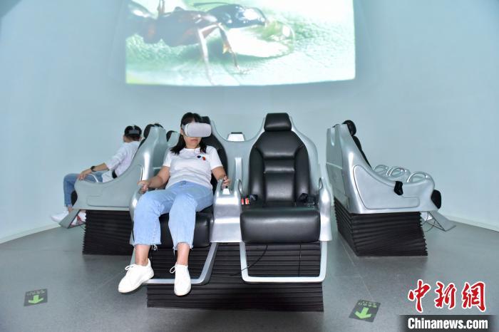 图为高黎贡山植物园博物馆中的VR体验设备。 侯开旷 摄