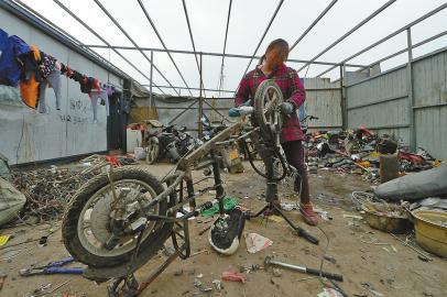 报废电动车拆零件能赚近百元旧电池大多被回收