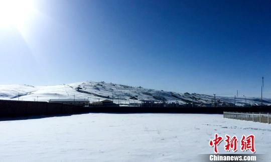 雪灾橙色预警黄河源头第一县积雪深度达8厘米