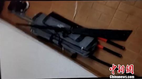 嫌疑人使用的刀具。萧山警方 供图