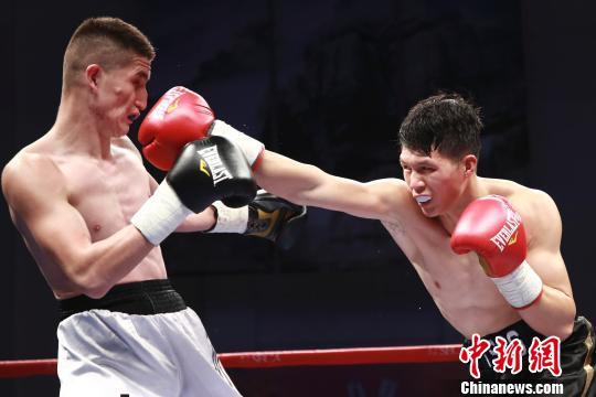 新疆黑马一晚连克两大夺冠热门夺拳力角斗场冠军