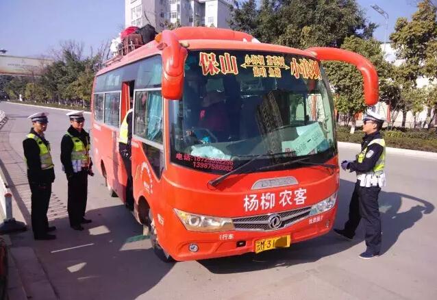 云南保山一客车超员3人司机被处罚(图)
