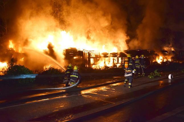 广西高速发生3起交通事故 致11人死亡多人受伤(图)