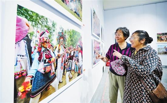 云南省迎接党的十九大美术书法摄影展开幕(图)