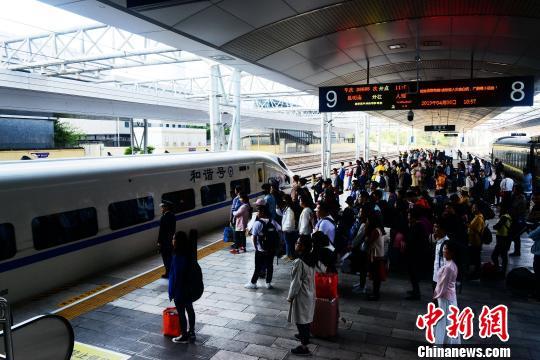 暑运启动云南铁路预计发送旅客超1460万人次